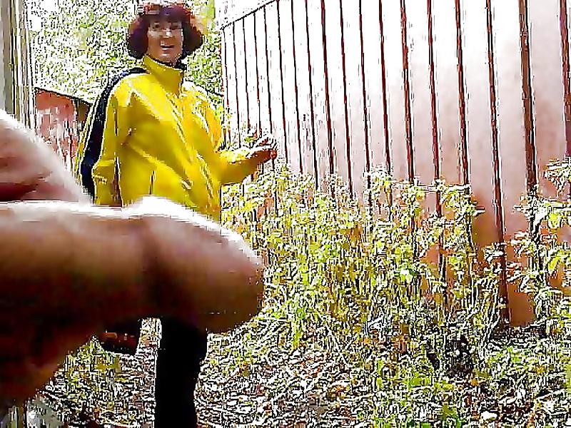 онанисты в кустах видео молодые девушки