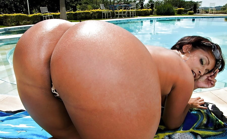 Huge Booty Nude Women