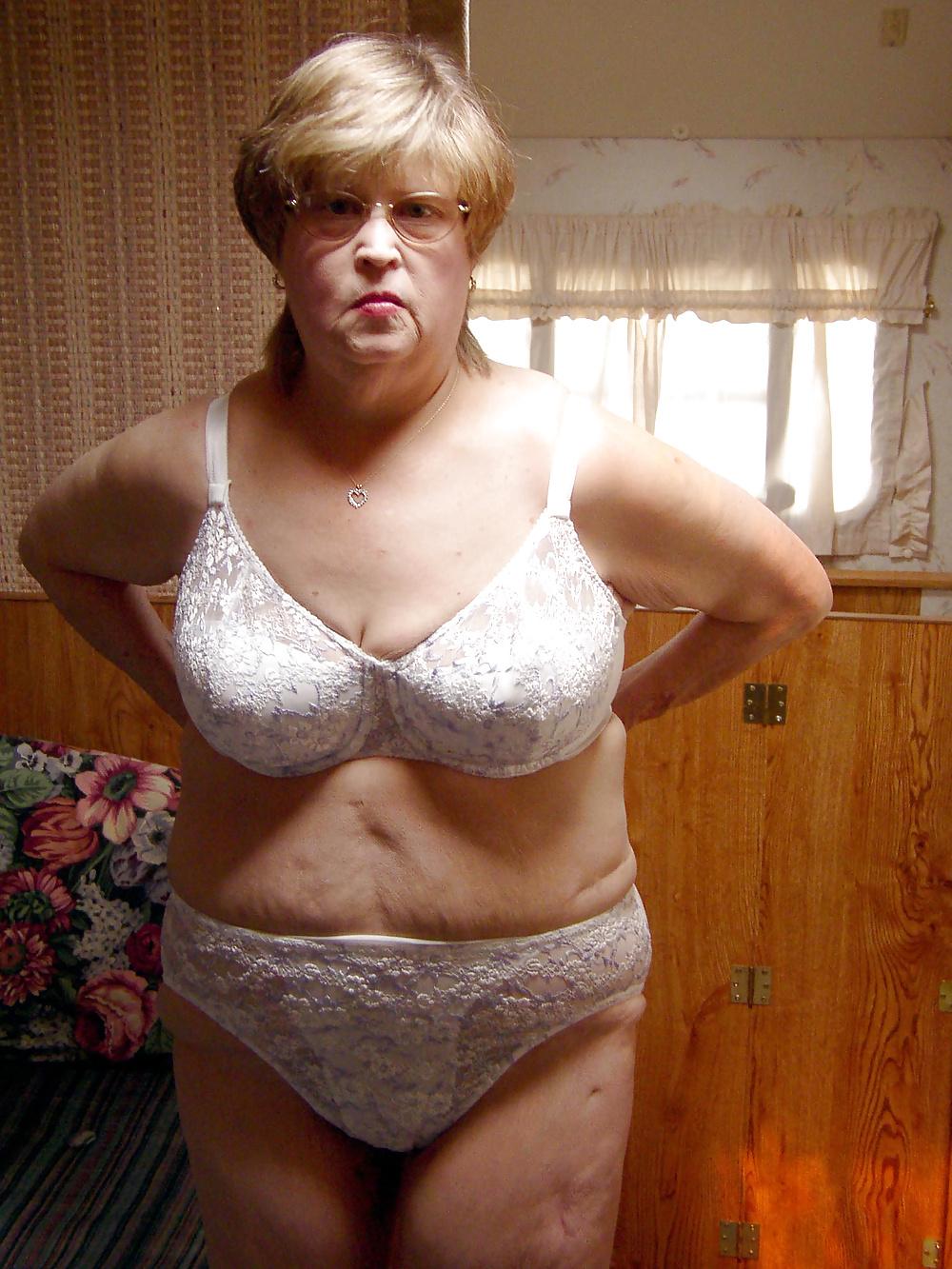 young-nude-grandma-susan-sarandon-legs