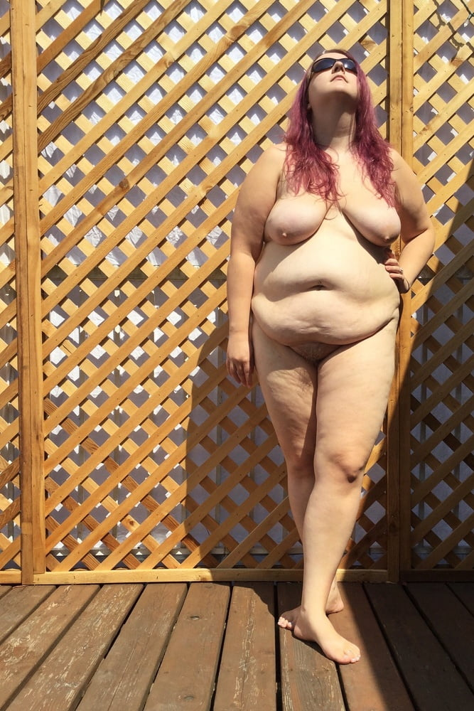 Cute young BBW nude outside - 5 Pics