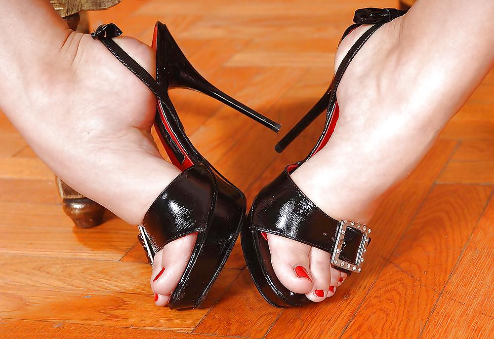 Shoejob Cumshot Feet And Shoes