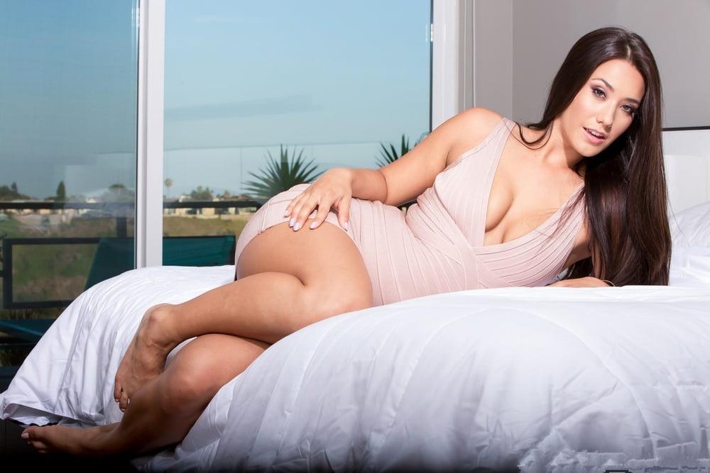 Eva Lovia 6