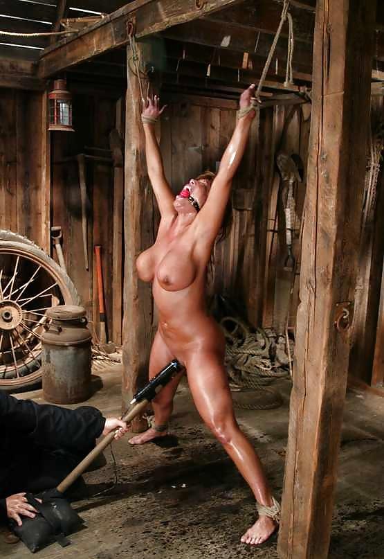 голые женщины распятые на веревках классная