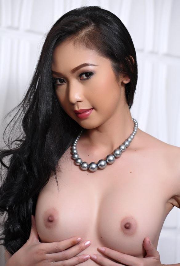 Lee nude