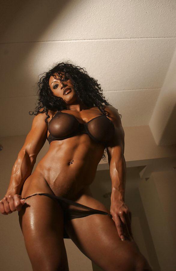 Watch Roxanne Muscle