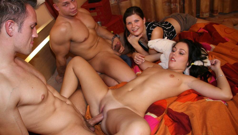студенческая вечеринка порно будка - 3