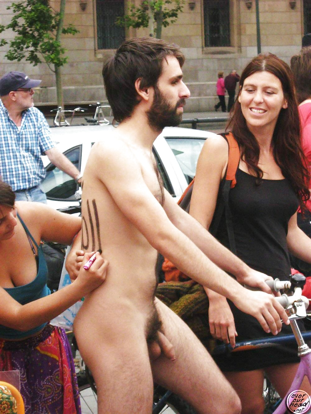 women-caught-staring-at-naked-men-beautiful-ladies-naked-bits