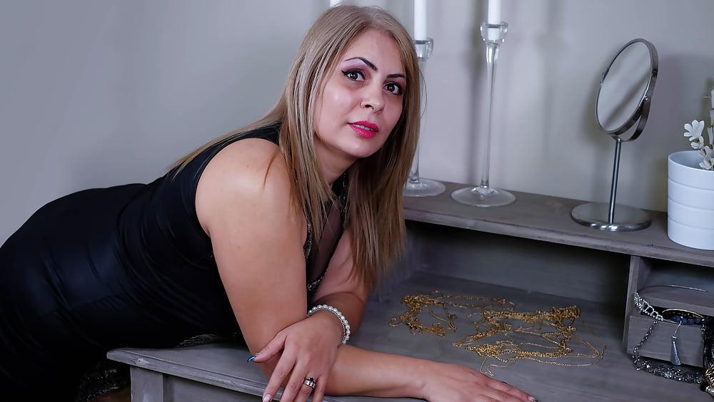 Cougar porn black-8452
