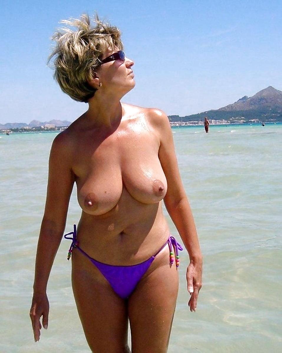 Amateur Mom Bikini Porn