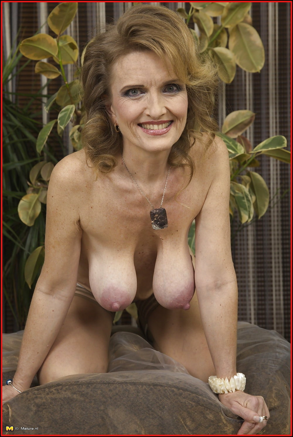 Fantastic mature milf with big saggy tits likes creampie