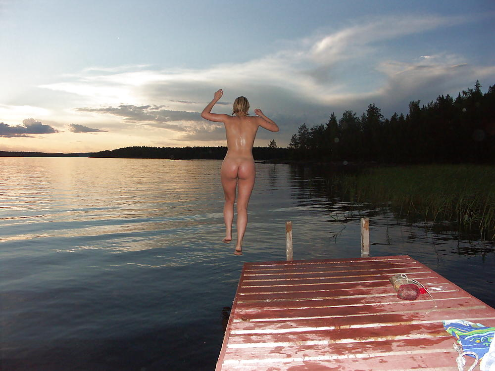 Sensual skinny dipping leads to facial on hot, tan young milf