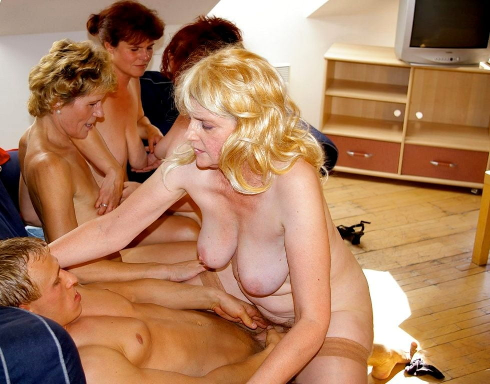 mature-moms-party
