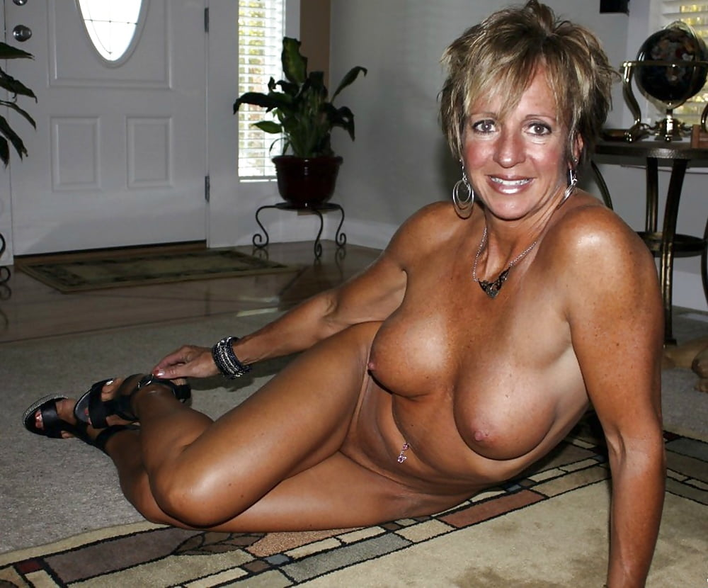 Naked hot moms, free mature milfs porn, nude mom sex pics