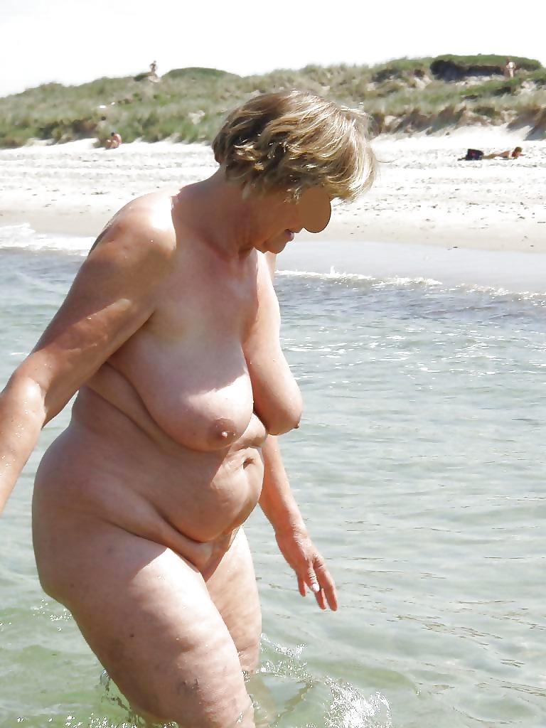 пожилая на пляже эротика фото хорошо