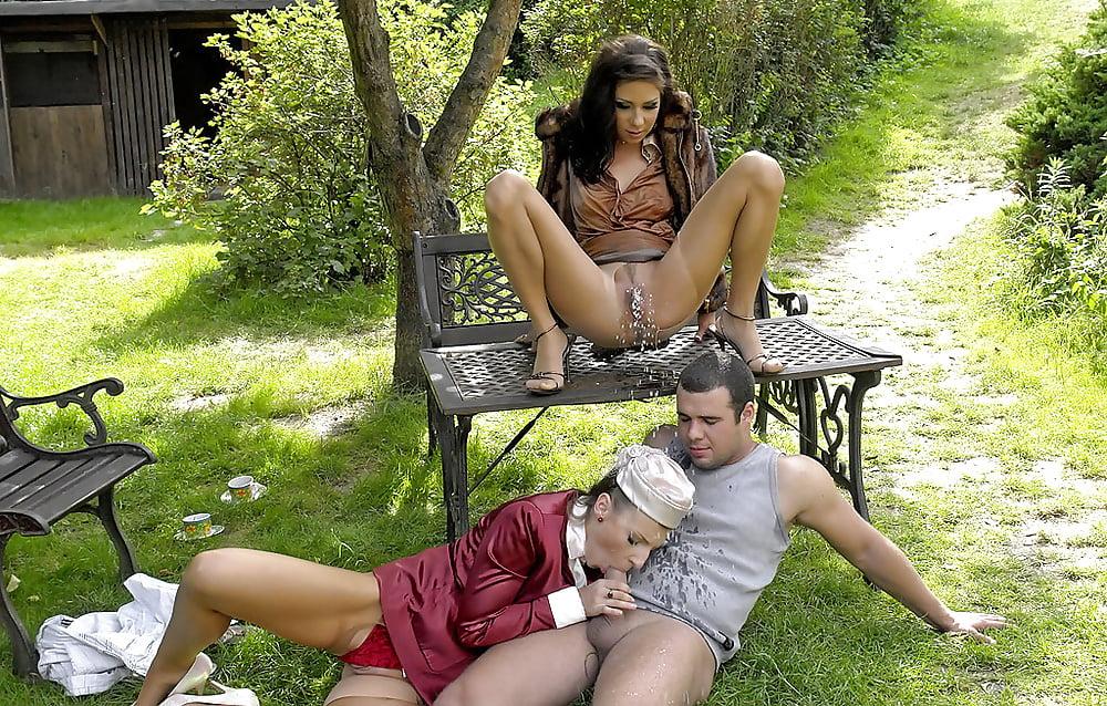 девушки делают пи пи друг на друга порно видео больших наивных