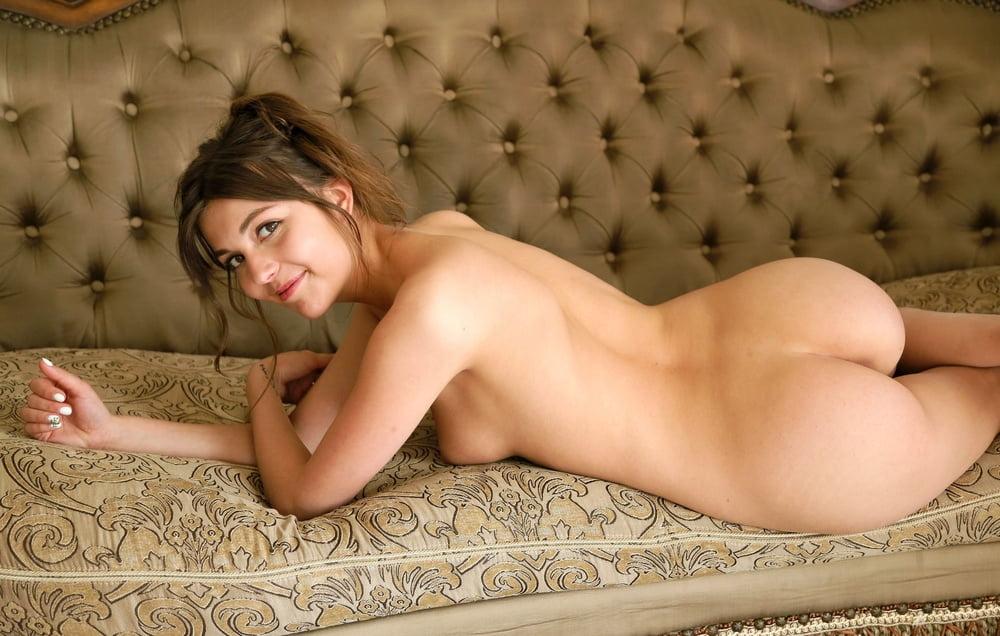 Sexy Babe Debora - 28 Pics