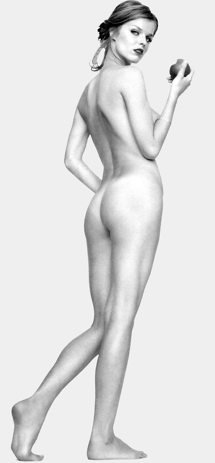marla-eating-eva-herzigova-nude-women-tarten-skirts