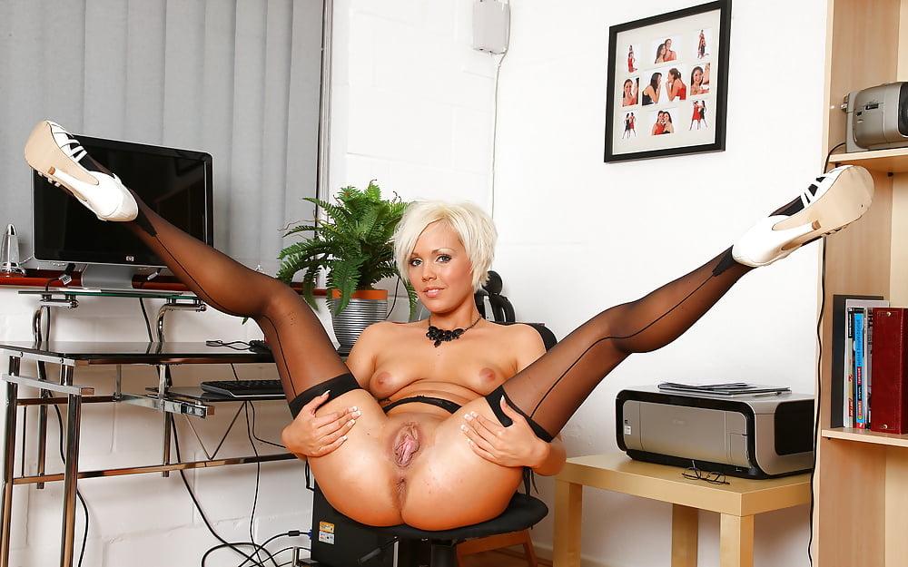 порно онлайн секретарша мастурбирует попку