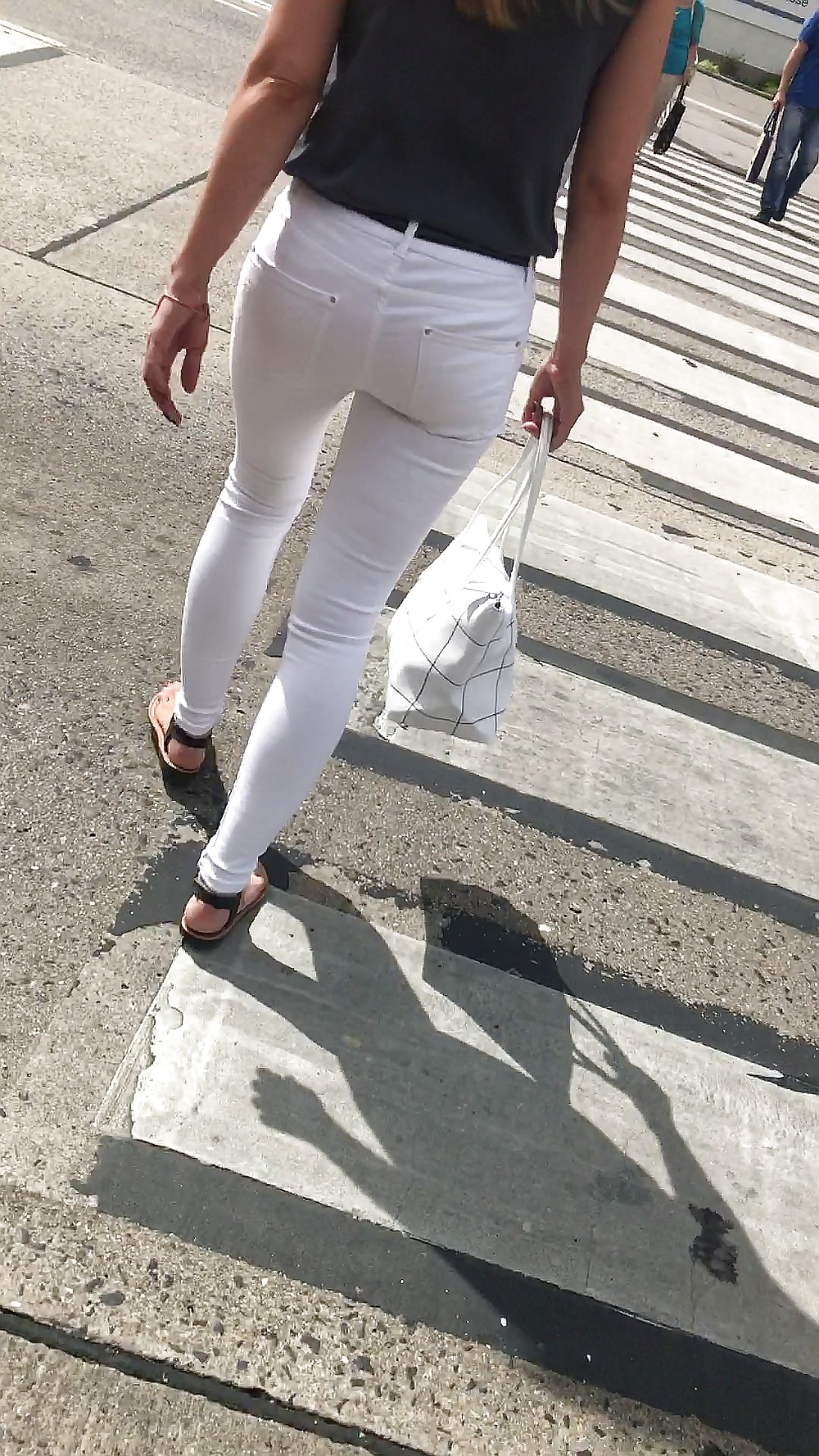 mother-hot-milf-in-white-jeans-sexy