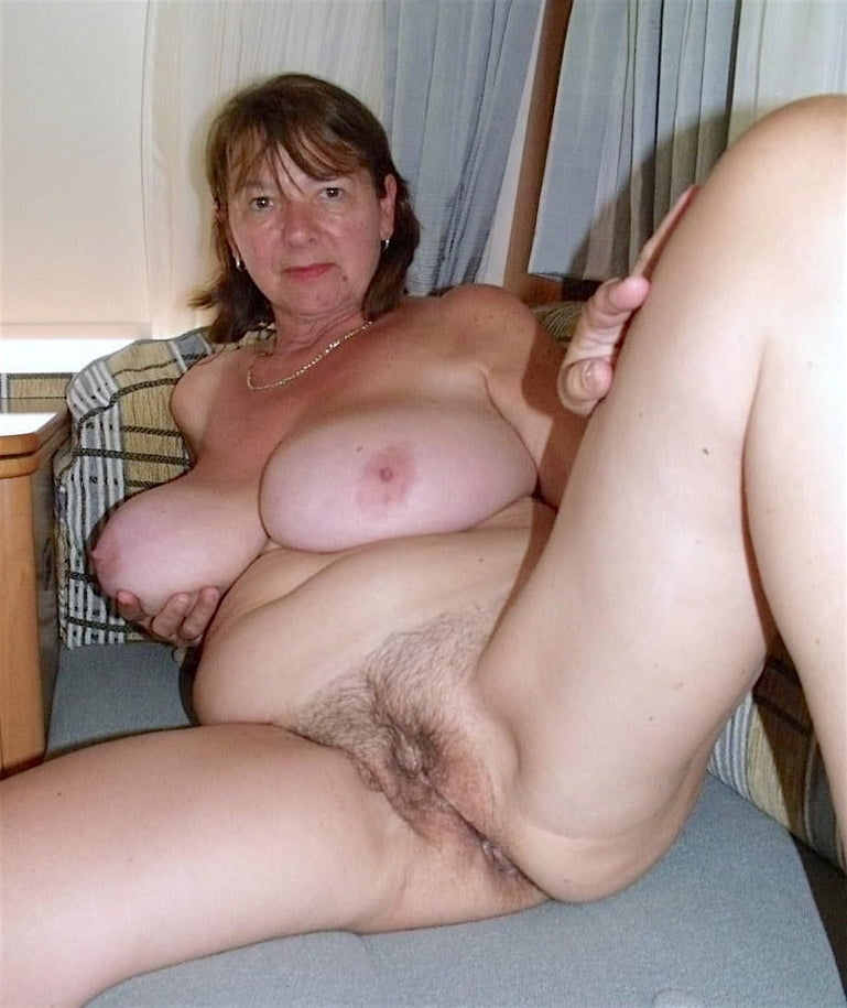 Perfect Old Tits And Shaven Pussy On This Mom