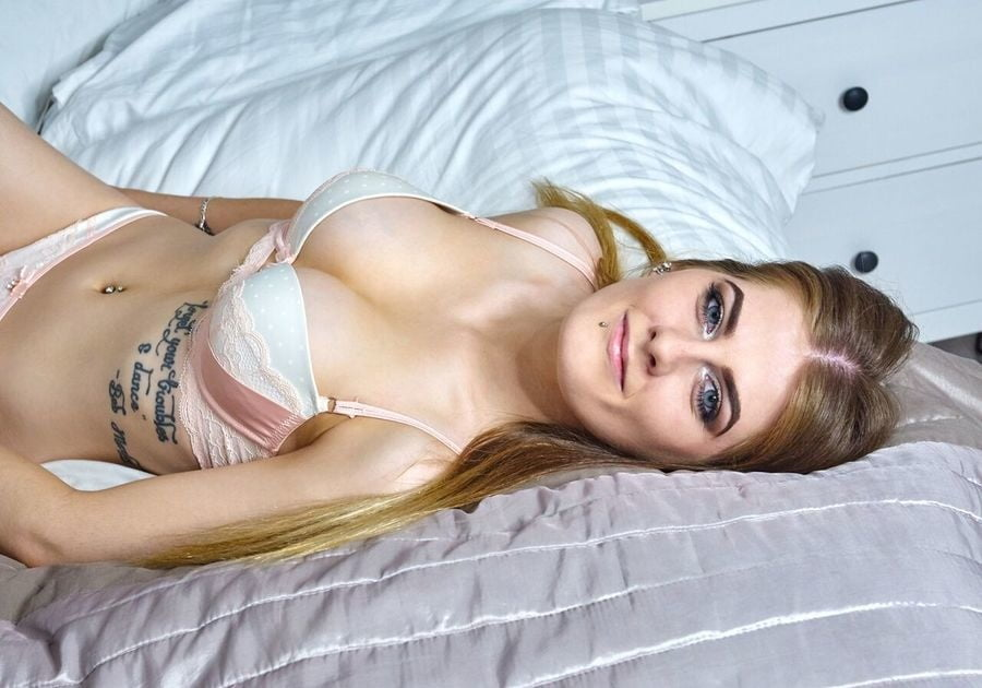 Sexy as fuck Slut - 18 Pics