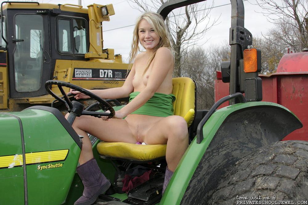отымел в тракторе вашему