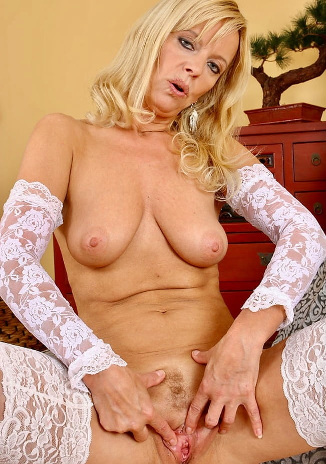 Mature and merilyn — pic 9