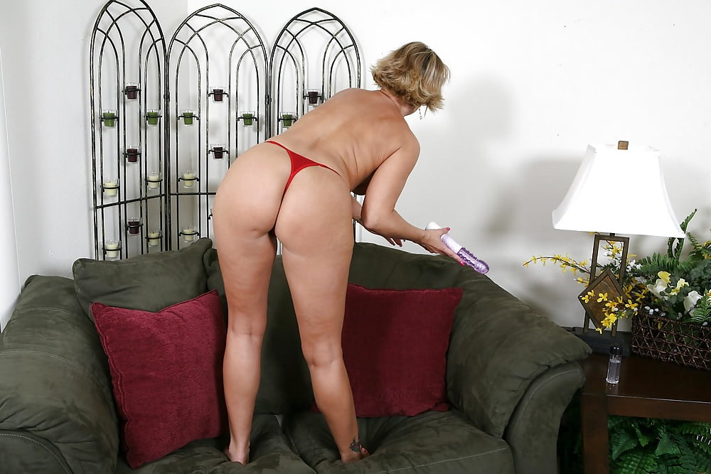 Sex Mom In Thong