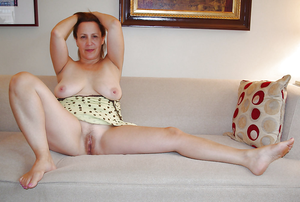 mom-nude-on-the-couch-milf-hunter-gif-porn