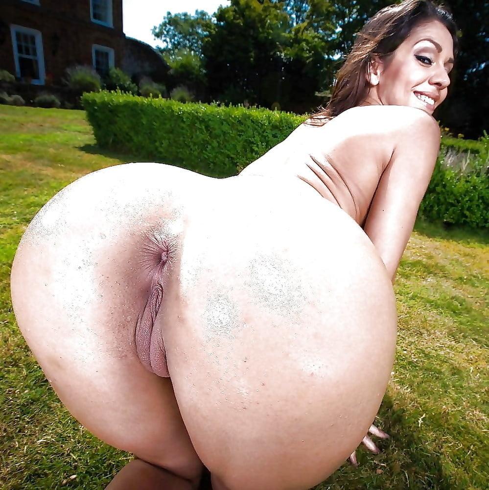Skinny girl big tits ass beauty
