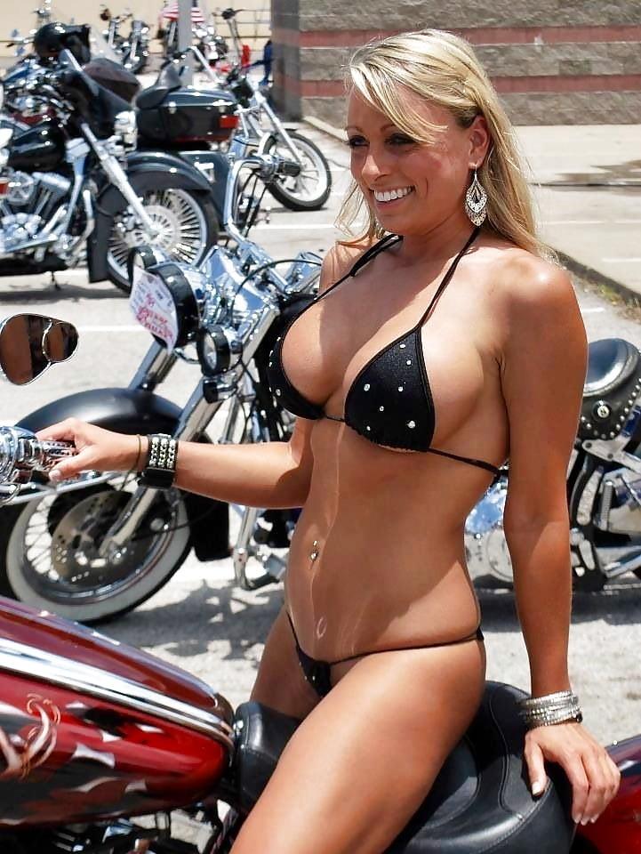 pics-pussy-milf-daytona-biker-girl